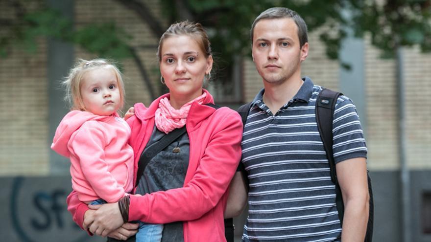 Anna y Alex, con su hija.
