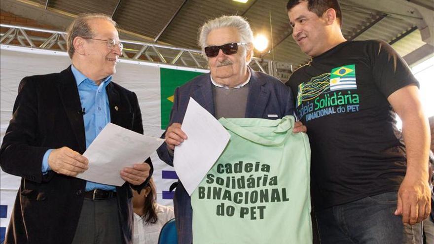 """Mujica insiste en que Brasil """"tiene que pagar la cena"""" de la integración"""