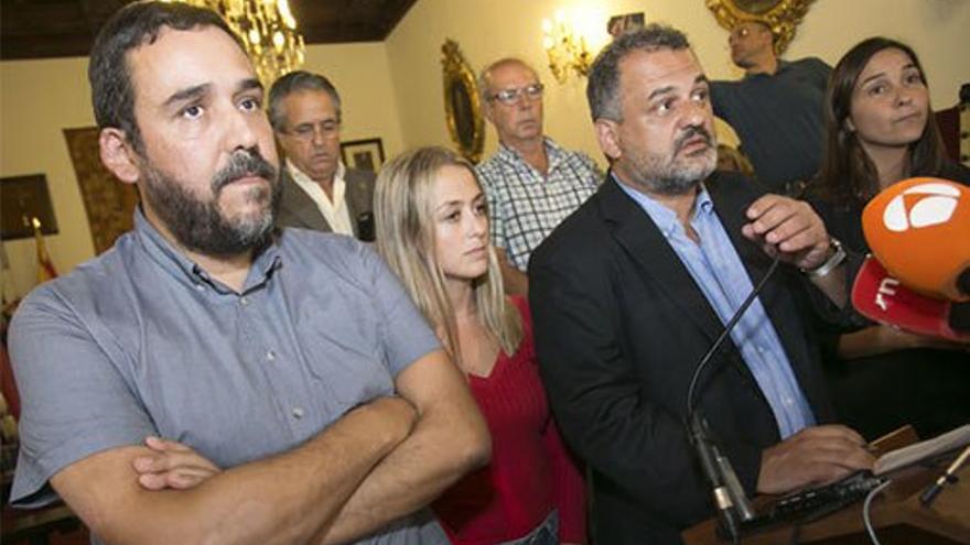 Portavoces de los diferentes grupos anuncian la reprobación de Zebenzuí y envían el caso a la Fiscalía. (CA)