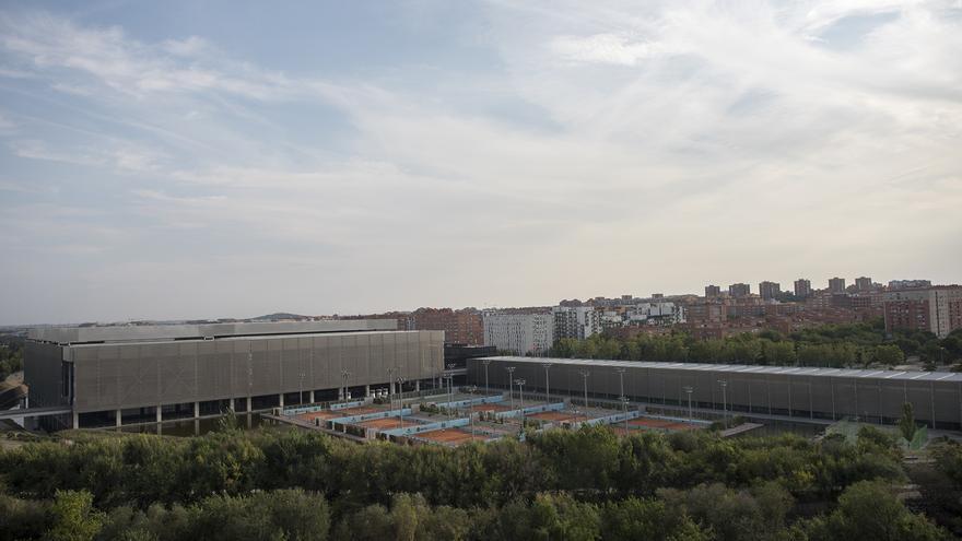 Vista general de Caja Mágica, situada en el madrileño barrio de San Fermín. / Fernando Sánchez