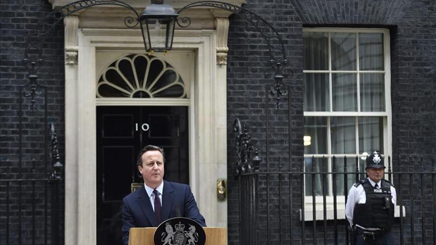 Cameron diseña su primer gabinete con mayoría absoluta