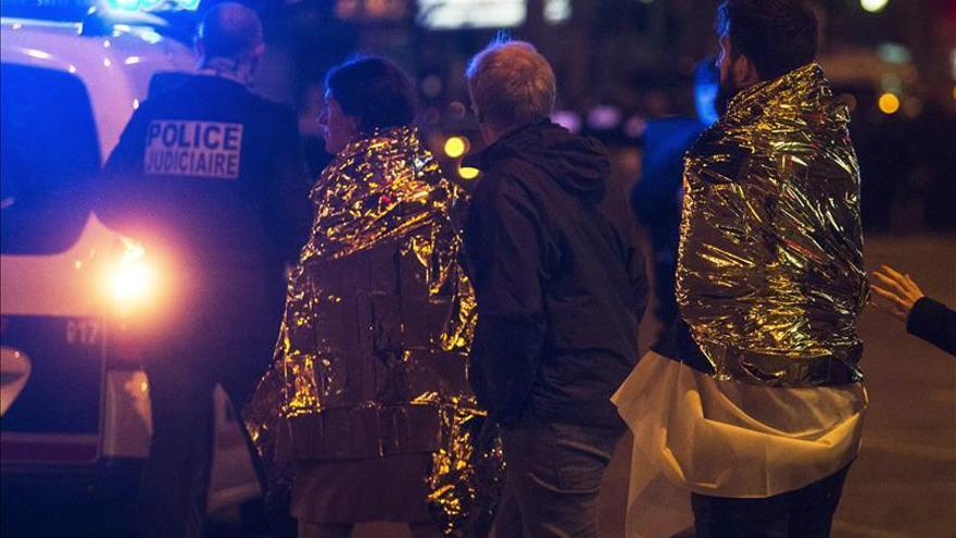 América condena unánimemente los atentados que dejan 120 muertos en París