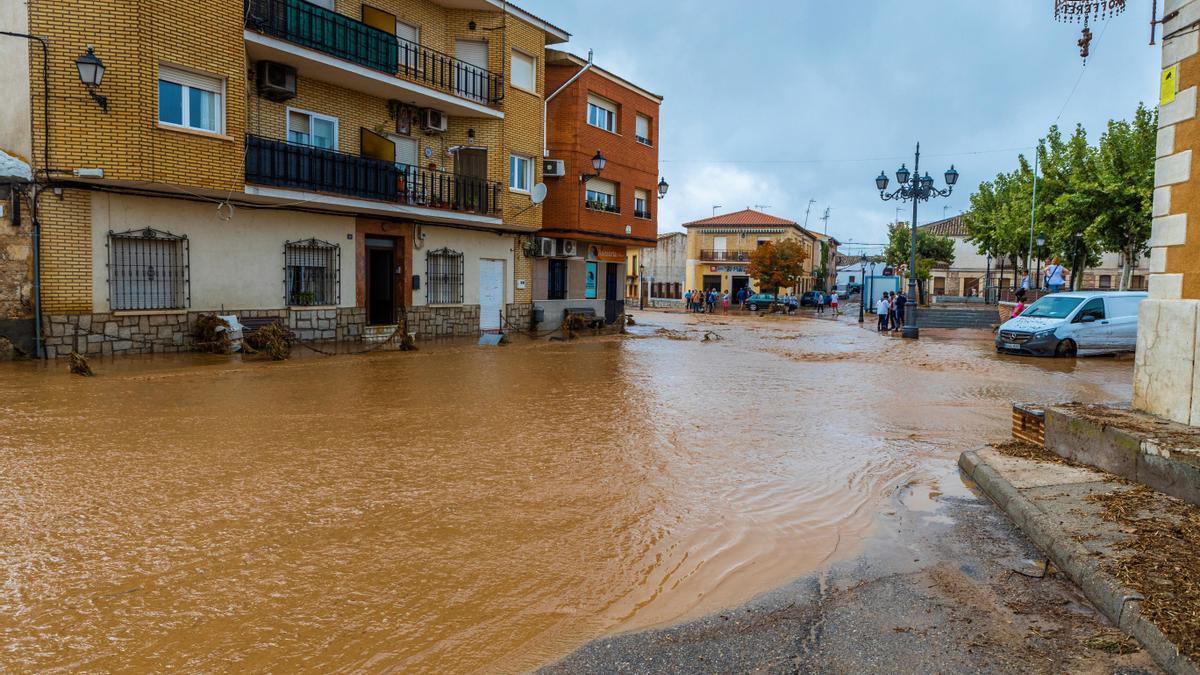 Vista general de una calle inundada en el municipio de Guadamur, Toledo. EFE/ Ángeles Visdómine