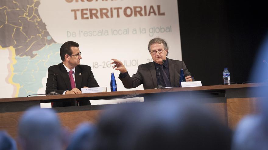 Joan Romero durante su intervención en Gandia