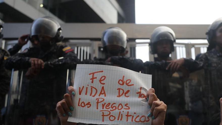 Venezuela investiga suicidio de concejal mientras partido denuncia asesinato