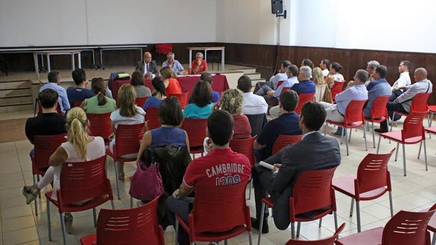 Reunión de directores y gestores de carteras de Bankia convocada por los sindicatos en la capital grancanaria. (Foto: Alejandro Ramos).
