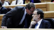 Rajoy y el candidato del PP en Euskadi, Alfonso Alonso, en el Congreso de los Diputados.
