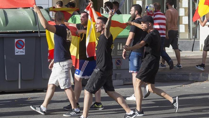 Desfile del orgullo con incidentes policiales con neonazis y diputado Podemos