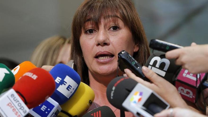 Armengol pide a Sánchez que intente formar gobierno si Rajoy no lo consigue