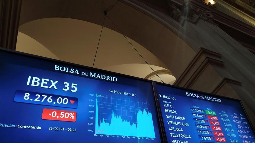 La Bolsa española cae un 1,1 % en la sesión pero sube un 6 % en febrero
