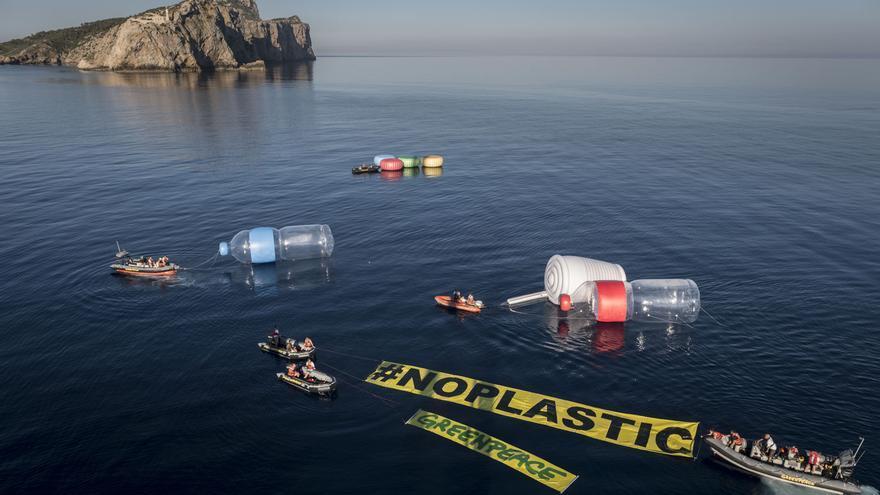 Imagen de protesta por la proliferación de plásticos en el Mediterráneo / Pedro Armestre