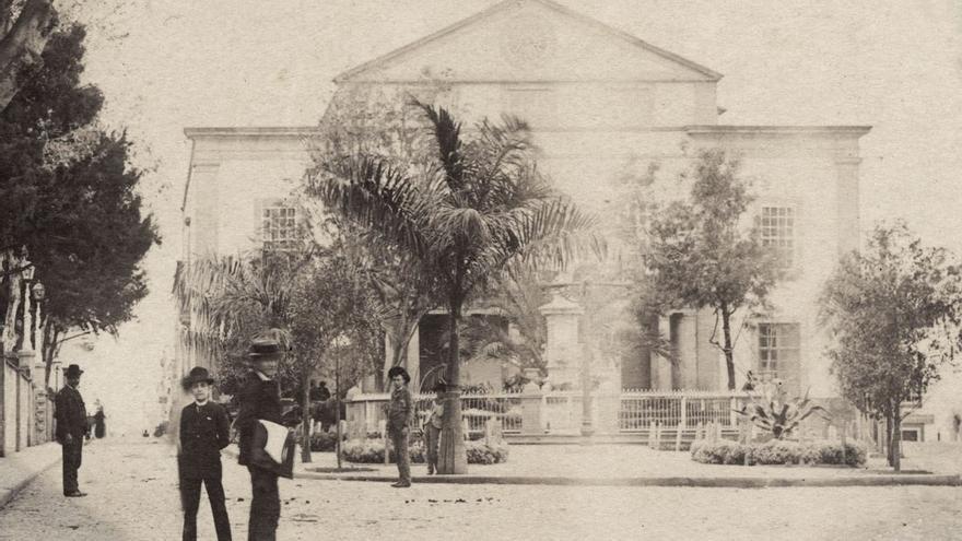 Plaza del Cairasco y Gabinete Literario, 1890. (Fedac).