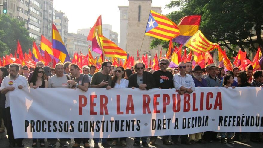 """Miles de personas reclaman en Valencia un referéndum al grito de """"los Borbones a las elecciones"""""""