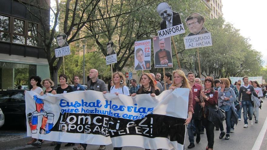 Cientos de personas se manifiestan en Pamplona para mostrar su rechazo a la implantación de la LOMCE