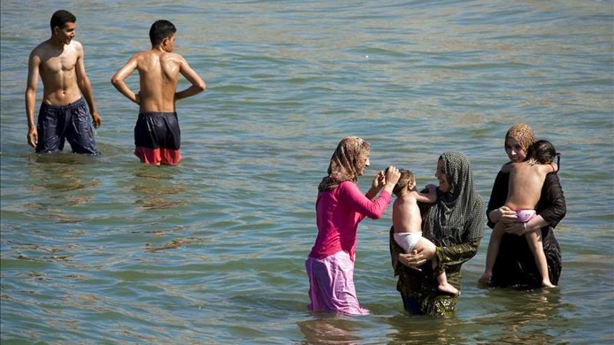 Cada vez más ropa en las playas de Marruecos
