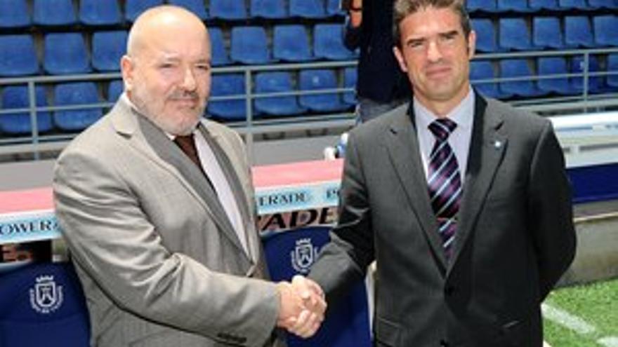 Gonzalo Arconada y Miguel Concepción, entrenador y presidente del CD Tenerife. (ACFI PRESS=