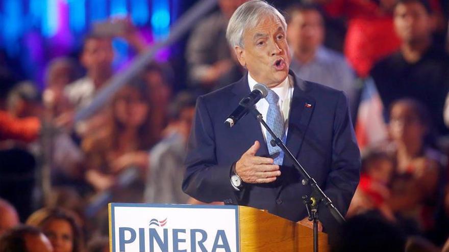 Piñera suma apoyos y es proclamado candidato por RN a la Presidencia de Chile