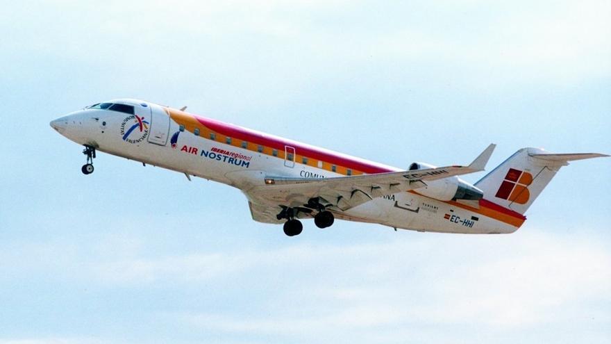 Un avión regresa a Madrid tras no poder aterrizar en Santander por el viento