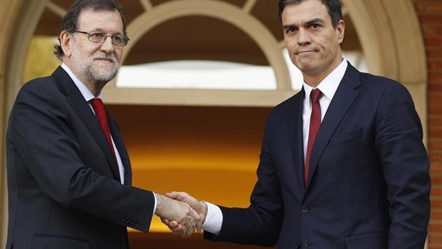 Rajoy y Pedro Sánchez hablan por teléfono sobre los atentados de Bruselas y acuerdan seguir en contacto