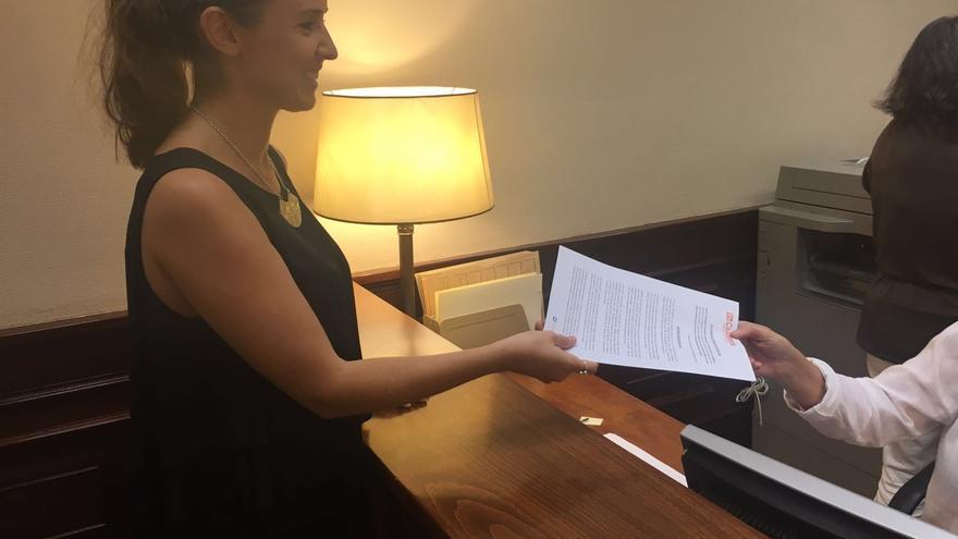 Melisa Rodríguez registra la pregunta sobre la compensación al plátano canario.