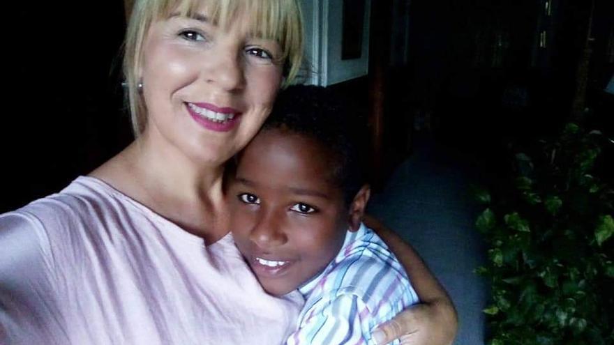 Eva María tiene 47 años, es técnico social y acoge Mokhtar durante los veranos.