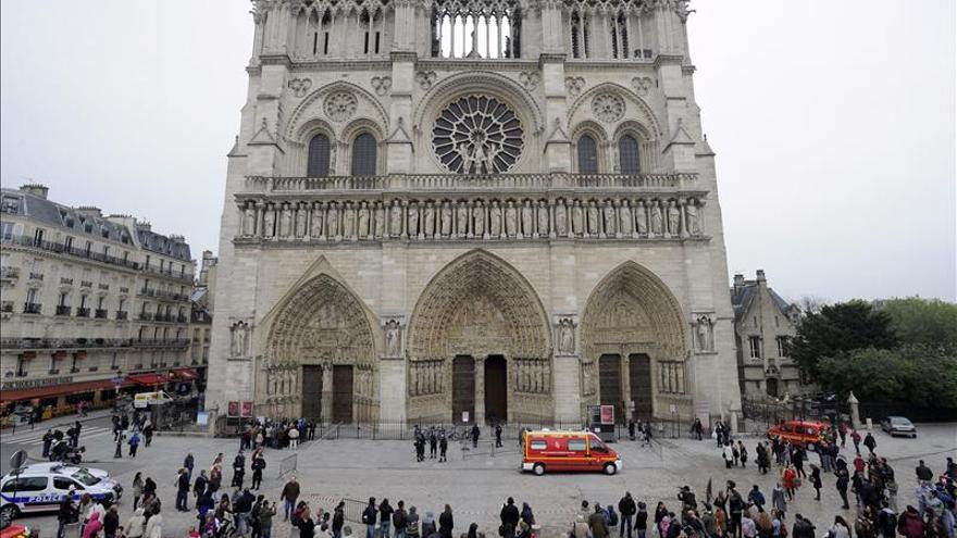 Un intelectual de ultraderecha y anti matrimonio gay se suicida en Notre-Dame