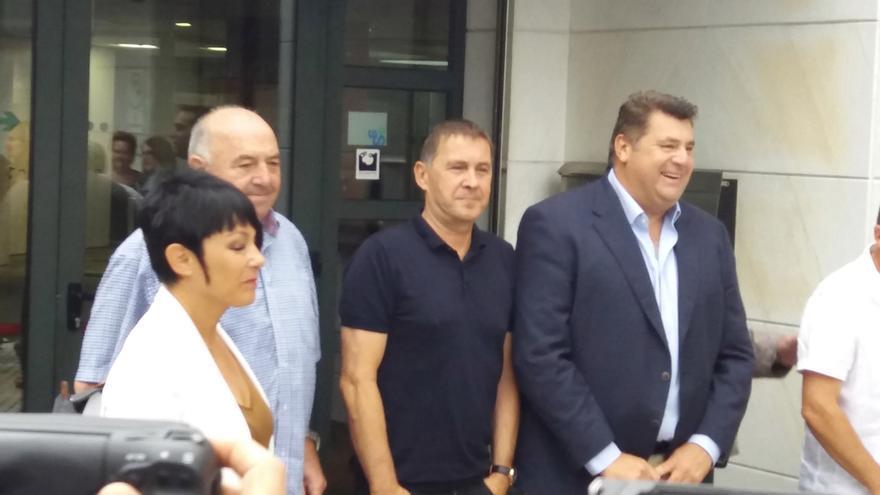 Una delegación de EH Bildu, liderada por Otegi, se reúne con Empresarios de Hostelería para hablar de turismo