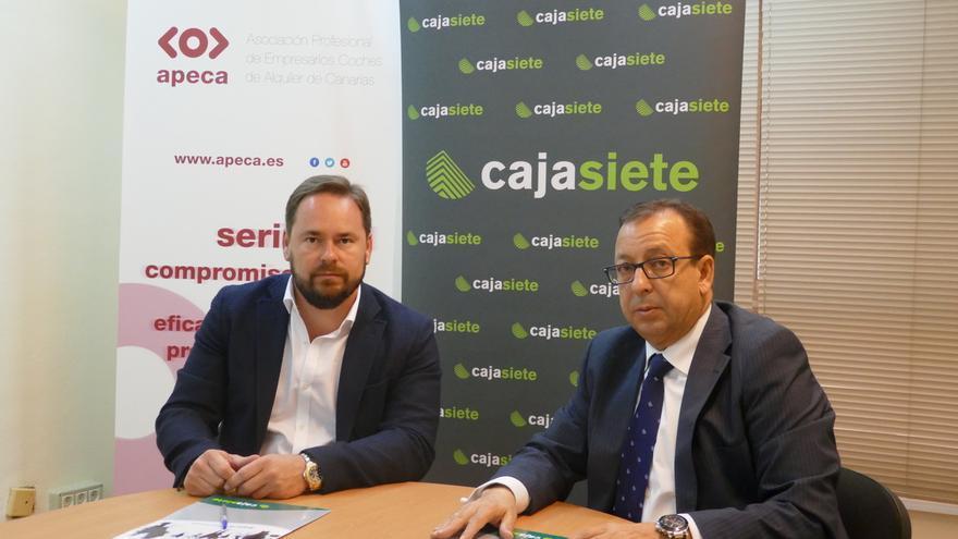 Juan Antonio Jiménez, presidente de Apeca, y José Manuel Garrido, director de Relaciones Institucionales de Cajasiete