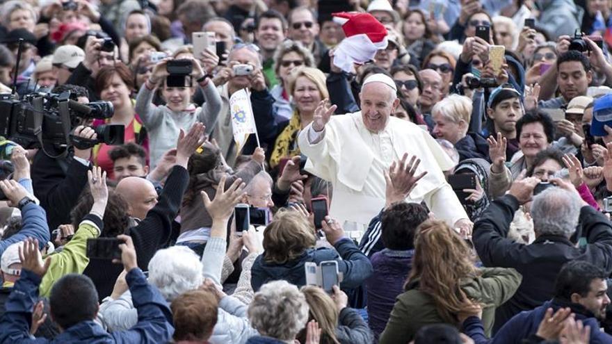 El papa pide respetar el alto el fuego y a reforzar el diálogo en Siria