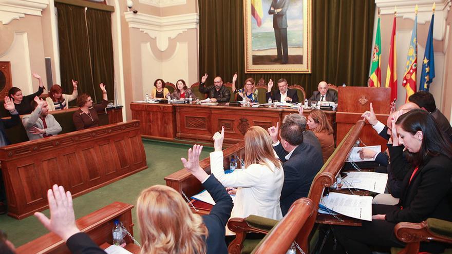 Una votación en una sesión plenaria en el ayuntamiento de Castellón