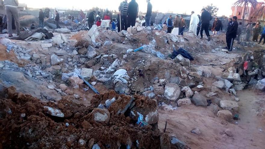 Dos niños muertos al caer tres misiles en una manifestación en Bengasi