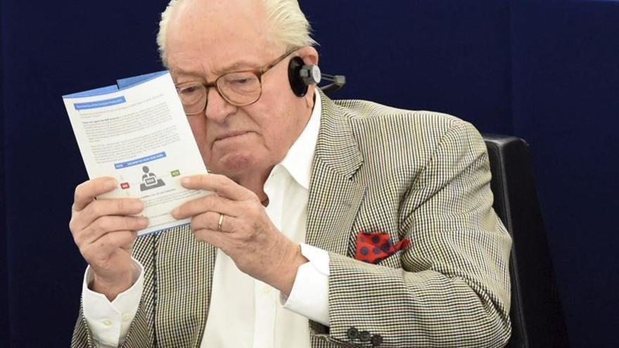 Jean-Marie Le Pen mantiene la presidencia de honor del FN, pero no la militancia