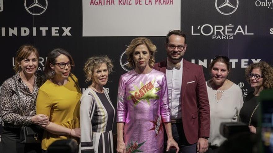 El consejero Jordi Pérez con la diseñadora Agatha Ruiz de la Prada.