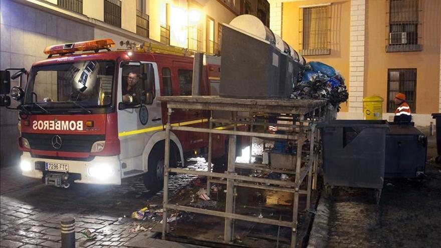 Un niño y sus dos abuelos mueren en un incendio en una vivienda de Sevilla