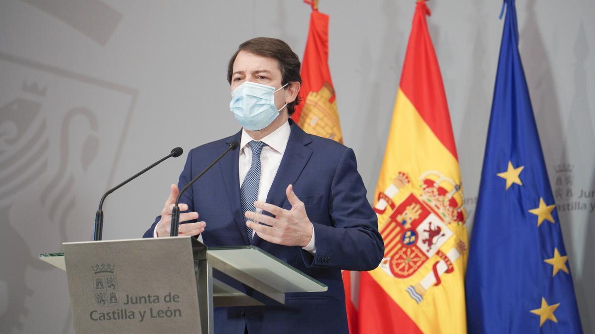 El presidente de la Junta de Castilla y León, Alfonso Fernández Mañueco, durante una rueda de prensa.