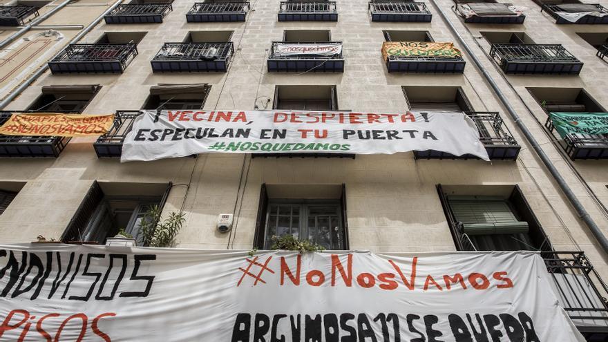Fachada de Argumosa 11, el edificio que ha movilizado a Lavapiés contra los desahucios de sus vecinos. / Olmo Calvo