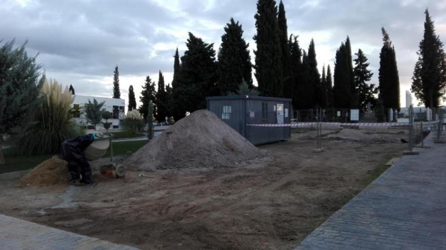 Al ayuntamiento, como propietario del terreno, le piden que ordene la paralización cautelar de las obras / ARMHEX
