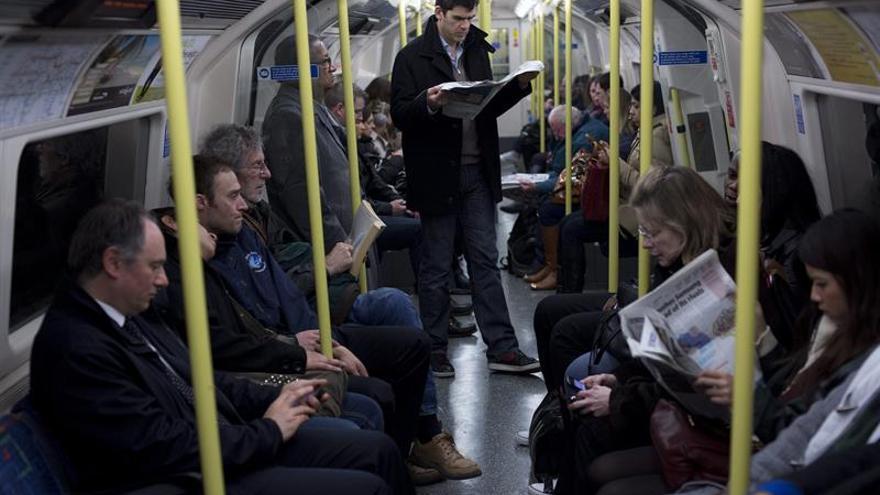 La línea del metro de Londres que va al aeropuerto lanza el servicio nocturno