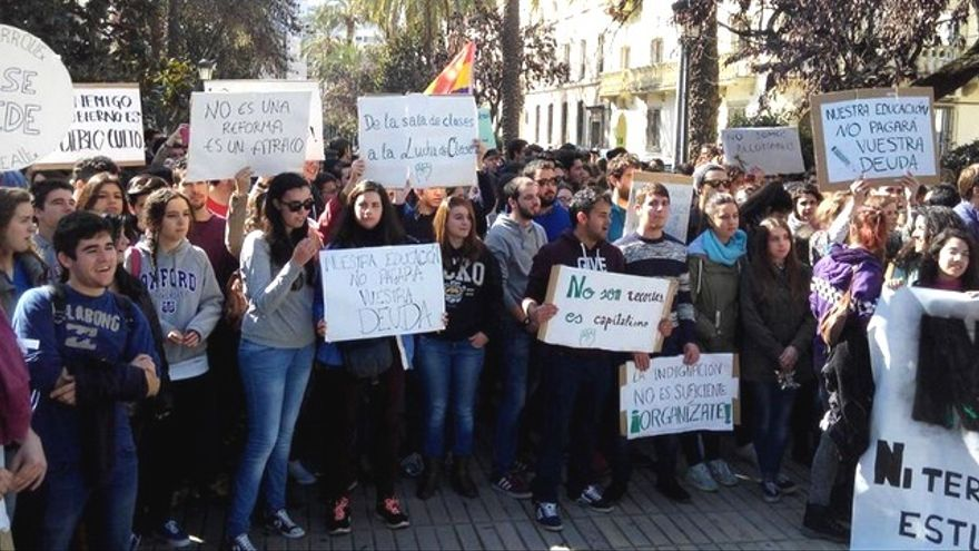 Protesta estudiantil en Badajoz / Twitter @CestudiantilB