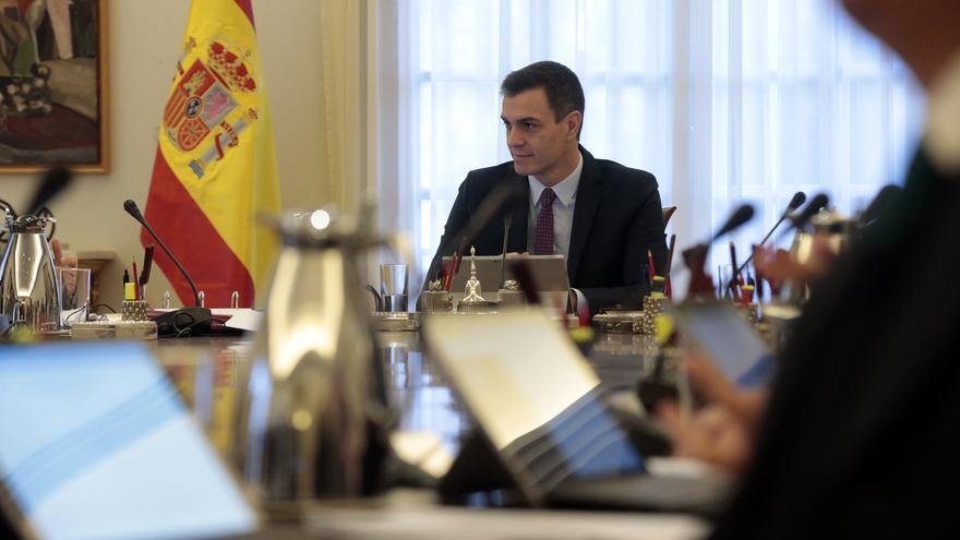 Pedro Sánchez preside la primera reunión del Consejo de Ministros.