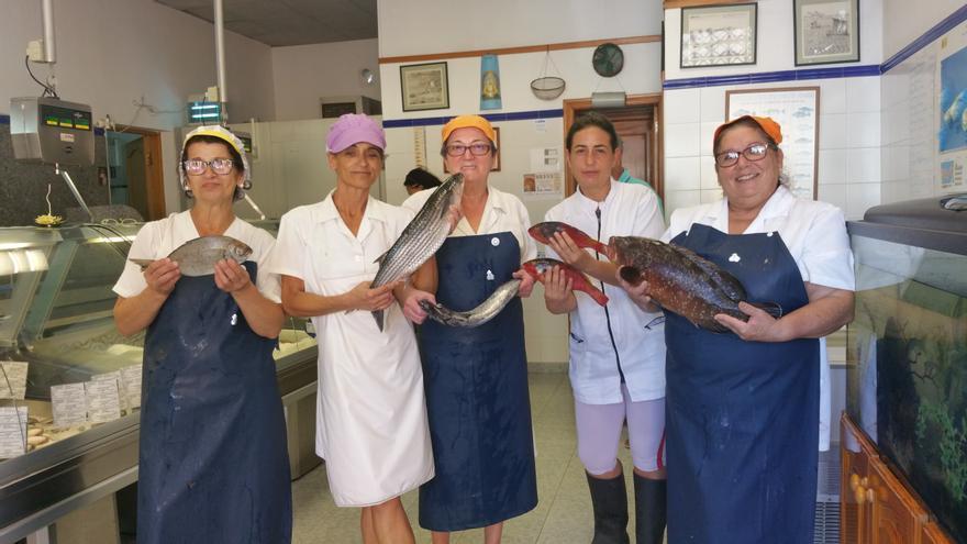 De izquierda a derecha, Rosy, Milagros, Juana, Diana y Carmen Nieves. Foto: LUZ RODRÍGUEZ.