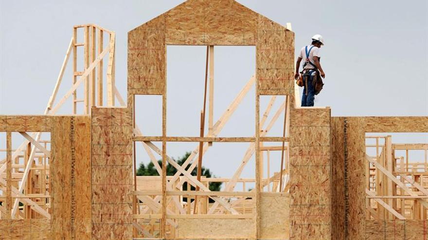 El mercado laboral de EE.UU. recupera pulso tras los huracanes y desempleo baja a 4,1%