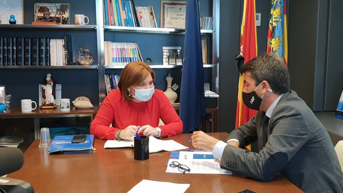 La líder del PP valenciano, Isabel Bonig, dialoga con el presidente de la Diputación de Alicante, Carlos Mazón, la apuesta de Casado en la Comunitat Valenciana.