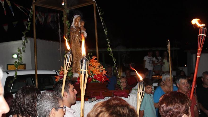 Imagen de la Virgen del Carmen durante su recorrido por La Bajita. Foto: JOSÉ AYUT.