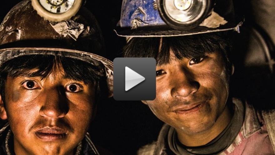 Captura del documental de los niños trabajadores de Bolivia.