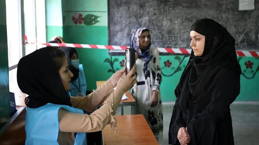 Afganistán pospone los resultados previos electorales en medio de tensiones