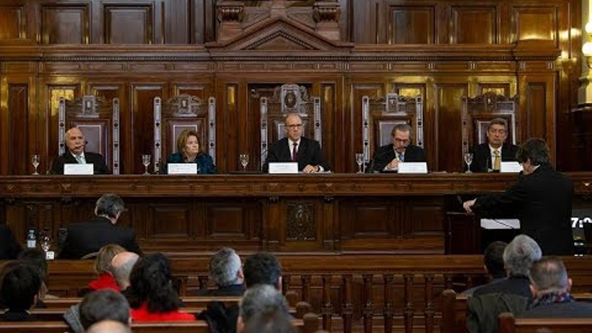 Al cierre de esta nota, los ministros de la Corte no tenían un acuerdo mínimo de tres votos para resolver el conflicto.