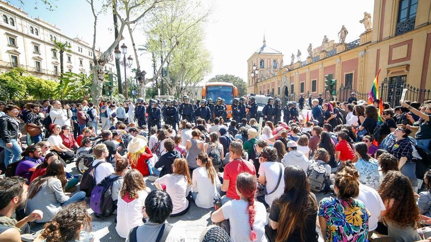 El juez cita a declarar a nueve personas por coacciones y daños al autobús de Hazte Oír