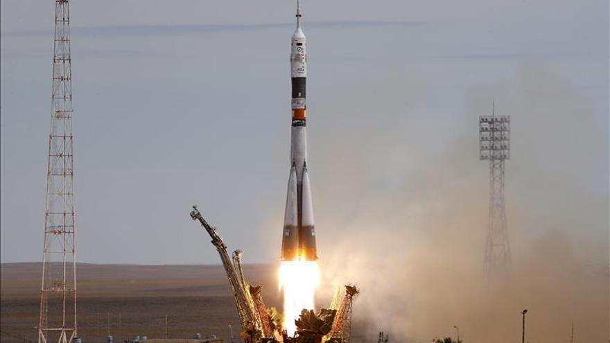 La nave rusa Soyuz regresó a la Tierra con tres cosmonautas a bordo