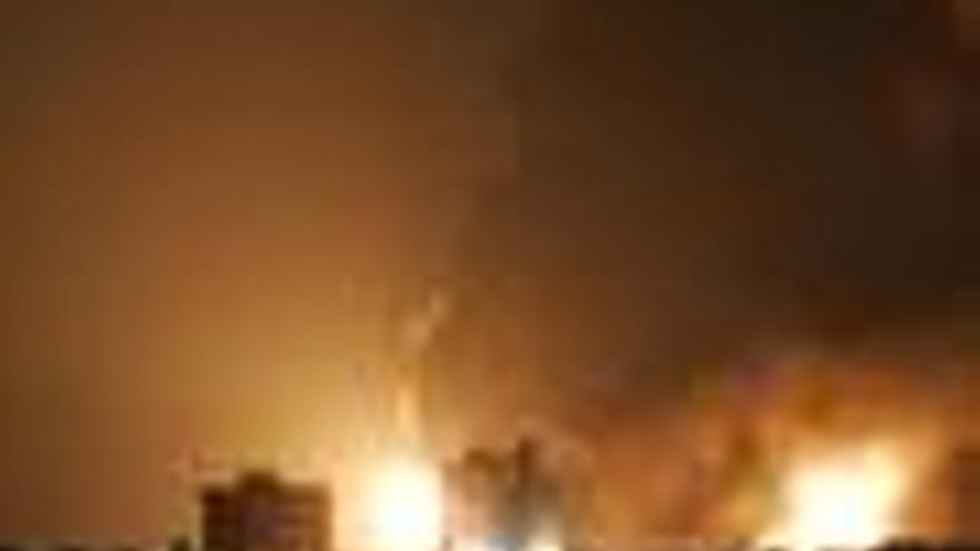 Cinco depósitos de la refinería de Puerto rico siguen en llamas